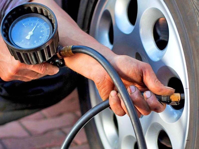 3. Vérifiez la pression des pneus